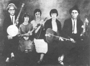 """La banda """"Os Modernistas do Samba"""" formada por Mário de Andrade, Tarsila do Amaral, Anita Malfatti, Pagu e Oswald de Andrade, 1922"""