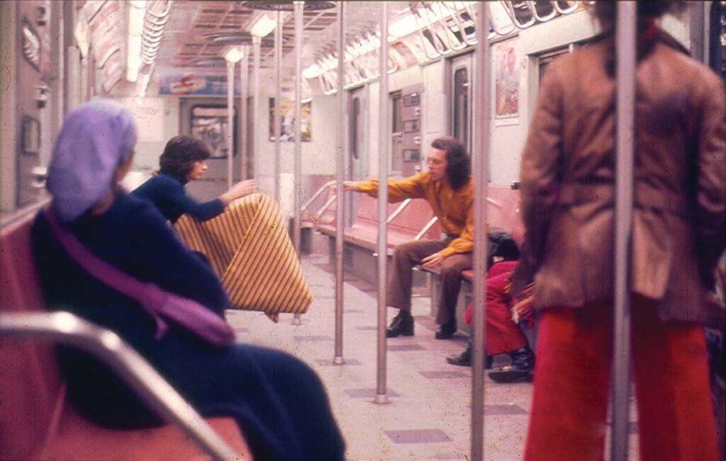 Parangolé Cape 30 en el metro de Nueva York, 1972